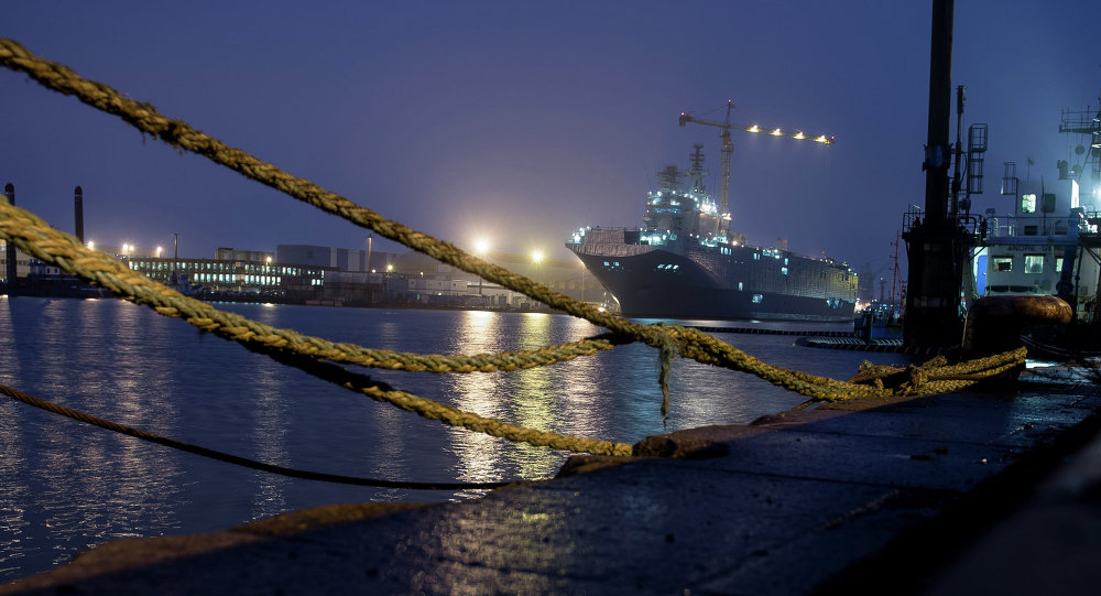 The Sevastopol amphibious assault ship of the Mistral class at the STX Europe shipyard in Saint-Nazaire.