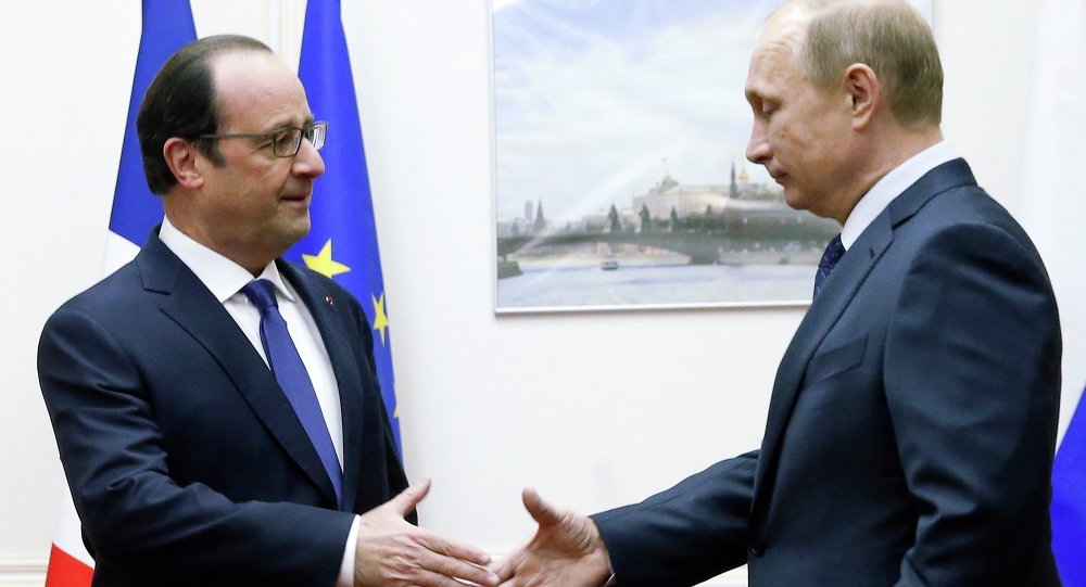 Russian President Vladimir Putin (R) approaches to shake hands with his French counterpart Francois Hollande during a meeting at Moscow's Vnukovo airport, December 6, 2014