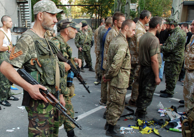 Captured Ukrainian soldiers taken out of encirclement near Ilovaisk