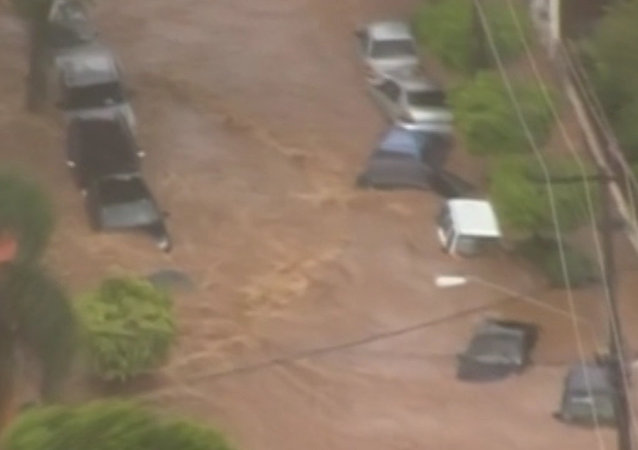 Powerful Showers Washed Off Trucks During Heavy Flood in Sao Paolo