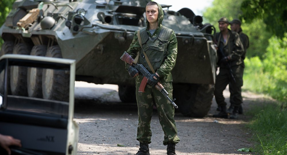 Ukrainian government soldiers guard a checkpoint near Kramatorsk, eastern Ukraine, Wednesday, May 14, 2014