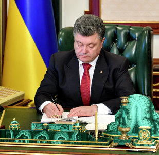 Ukrainian President Petro Poroshenko signs a law