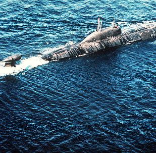 An Akula class submarine underway