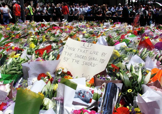 People bear flowers in memory of the dead in cafe in Sydney, Australia