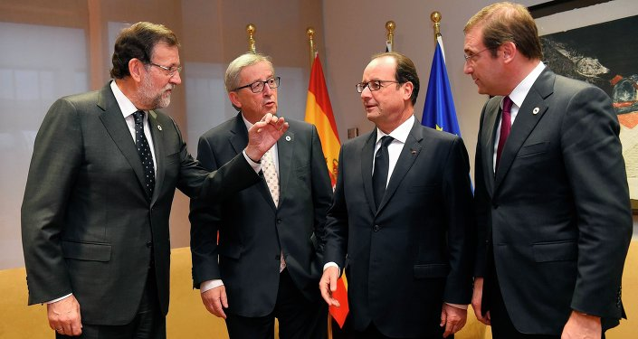 Spanish Prime Minister Mariano Rajoy Brey, European Commission President Jean-Claude Juncker, French President Francois Hollande and Portuguese Prime Minister Pedro Passos Coelho