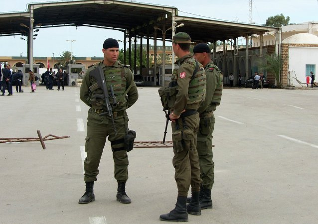 Tunisian soldiers stand guard at the border crossing at Ras Jdir Ben Guerdane, southeast of Tunis December 5, 2014