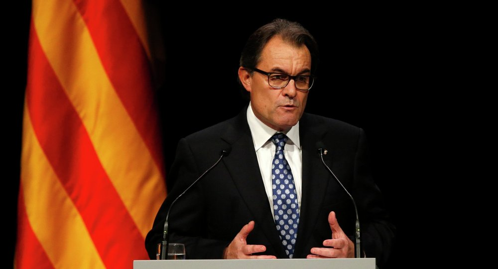 Catalonia's President Artur Mas attends a conference in Barcelona, assessing the situation after a symbolic vote on the region's independence from Spain, November 25, 2014