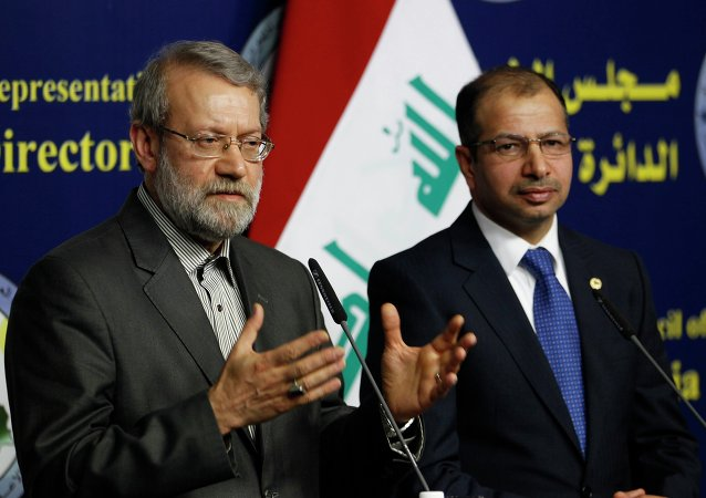 Iran's parliament speaker Ali Larijani (L) and Iraqi parliament speaker Salim al-Jabouri speak during a news conference in Baghdad December 24, 2014