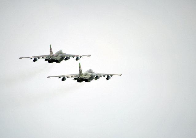 Самолеты Су-25 во время заключительной фазы крупномасштабных учений войск сил Центрального и Восточного военных округов