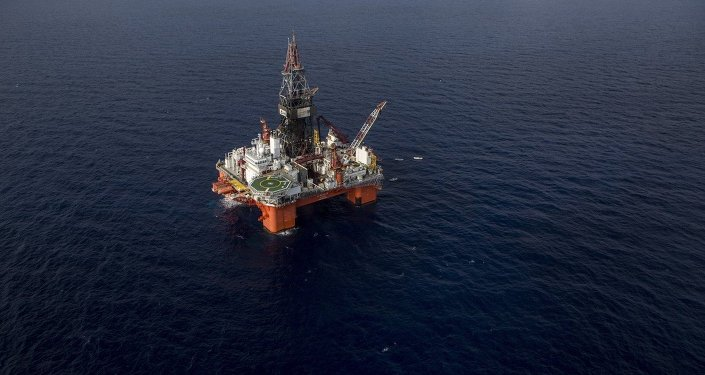 Veracruz, Mexico: La Muralla IV, semi-submersible drilling rig for ultra deep water operations, owned by Mexican Grupo R and operated by Pemex, the state-owned Mexican oil company