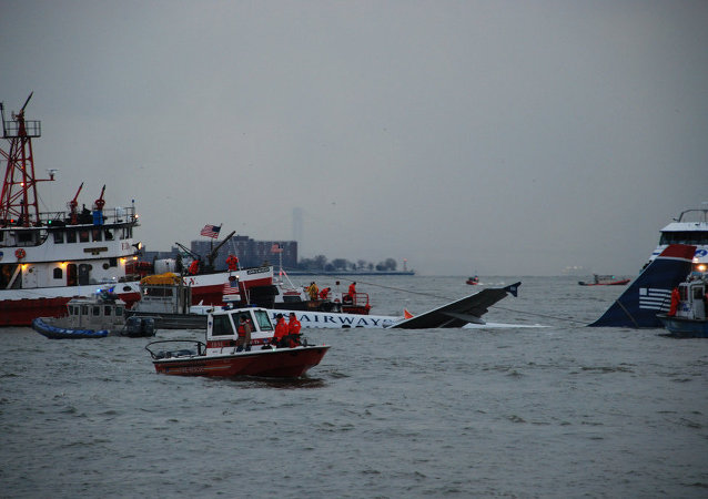 New York District Responds To U.S. Airways Flight 1549 Crash in the Hudson River