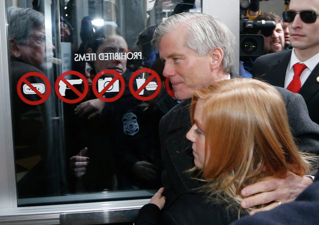 Former Virginia Gov. Bob McDonnell arrives at federal court with his daughter Cailin Young, Tuesday, Jan. 6, 2015, in Richmond, Va.