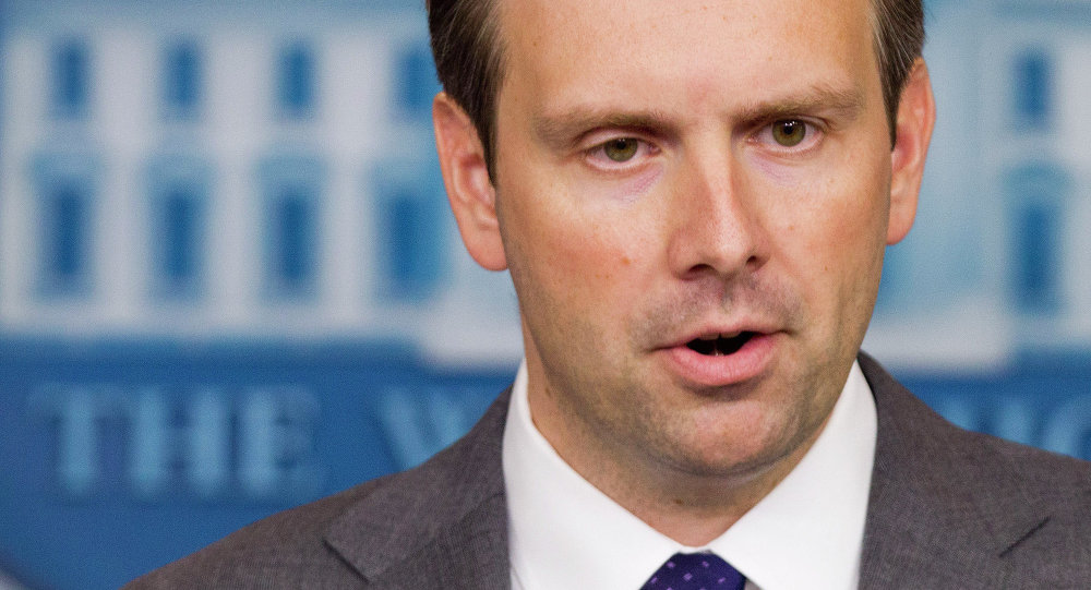 Additional anti-Russian sanctions may be imposed by Washington if Moscow fails to live up to the Minsk agreements, White House press secretary Josh Earnest said