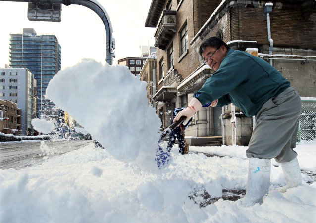 Heavy snow hit wide areas of Japan