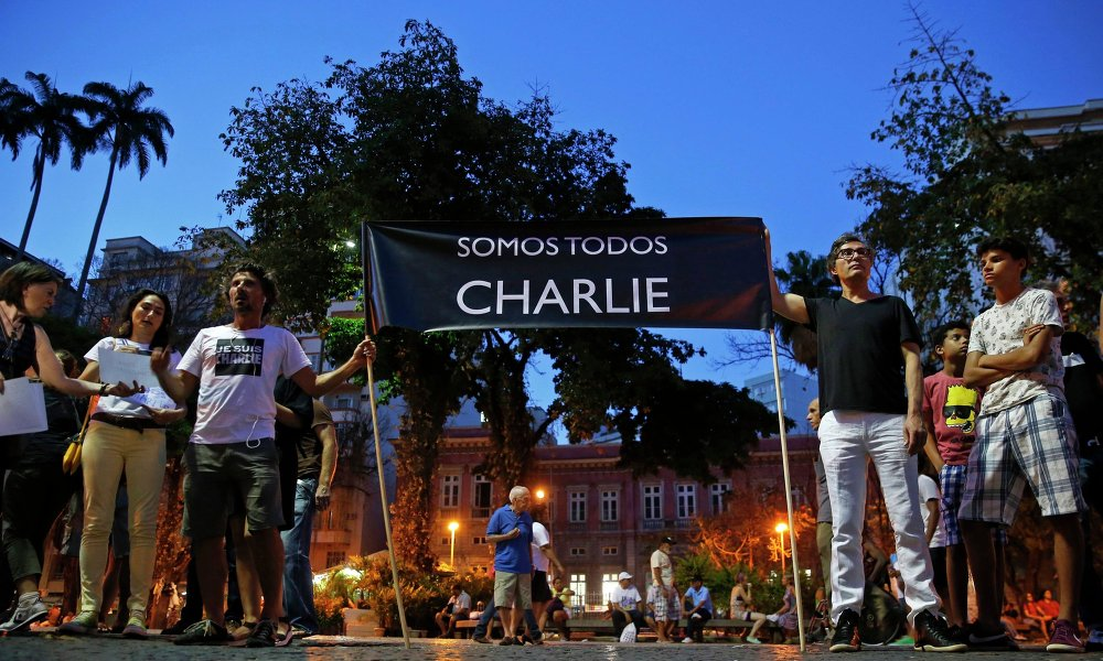People hold a banner reading I am Charlie in tribute to the victims of a shooting by gunmen at the offices of weekly satirical magazine Charlie Hebdo in Paris, at Largo do Machado square in Rio de Janeiro January 7, 2015