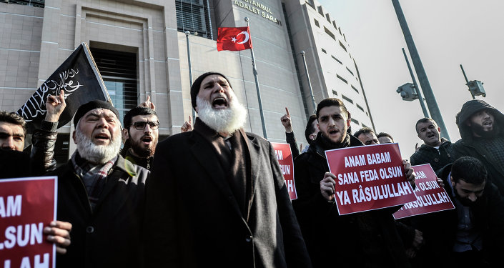 Turkish Muslims chant slogans in front of Istanbul courthouse during a protest against the publication by Turkish daily newspaper Cumhuriyet of a a four page pull-out containing cartoons and articles translated into Turkish from the historic Charlie Hebdo issue, on January 15, 2015, in Istanbul