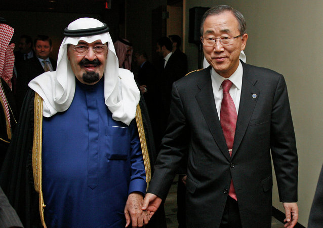 United Nations Secretary-General Ban Ki-moon (R) walks with Saudi Arabia's King Abdullah (L)