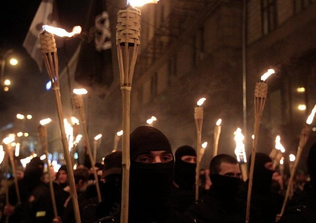 Ukrainian nationalists attempt to march to Kiev's Independence Square