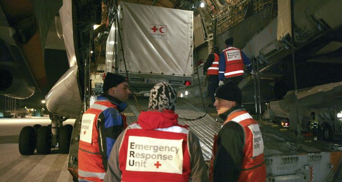 A mobile clinic of the Red Cross is being loaded onto a cargo plane in Tampere airport