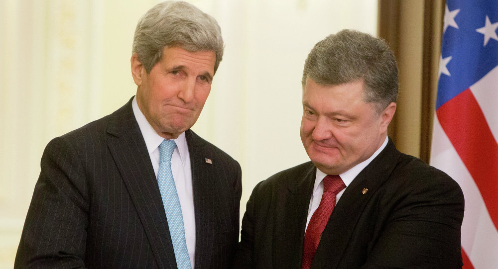 Ukrainian President Petro Poroshenko(R) shakes hands with US Secretary of State John Kerry after their statement to the media at the Presidential Administration Building in Kiev, Ukraine, Thursday, February 5, 2015.