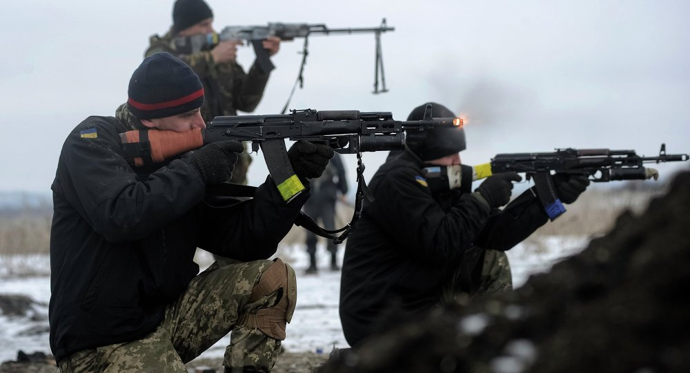 Ukrainian servicemen in weapons' training in Luhansk region. Archive photo.