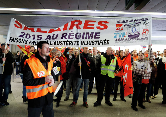 Protestors at the Roissy-Charles de Gaulle airport