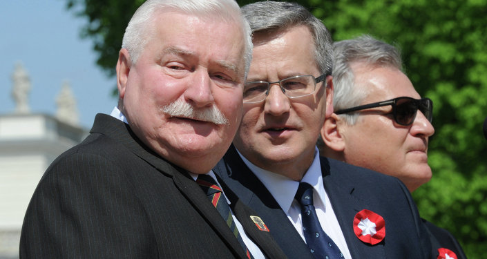Polish President Bronislaw Komorowski, center, with former presidents Lech Walesa, left, and Aleksander Kwasniewski right, attend the European Picnic at the Lazienki Park in Warsaw, Poland, Thursday, May 1, 2014