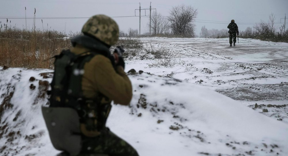 Ukrainian armed forces take their position near Debaltseve, eastern Ukraine February 16, 2015
