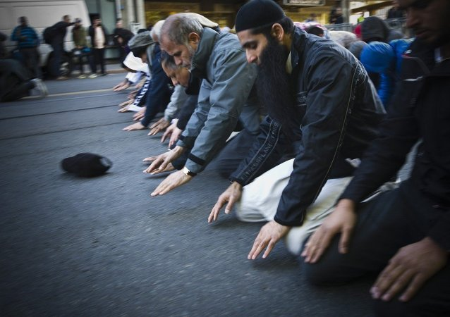 Oslo, Norway: Muslim men pray