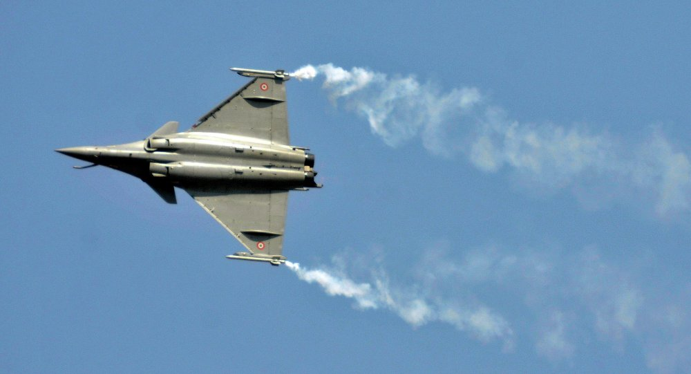 A Rafale fighter jet performs during the Aero India air show at Yelahanka air base in the southern Indian city of Bengaluru February 18, 2015