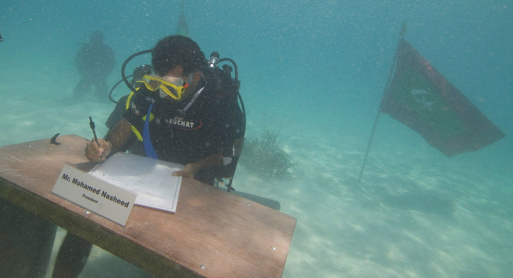 President Mohamed Nasheed signing the decree of the underwater Cabinet meeting on October 17, 2009