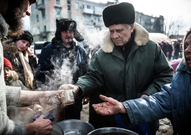 Self-defense fighters serve hot tea to civilians on February 25, 2015 in Debaltsevo, Ukraine