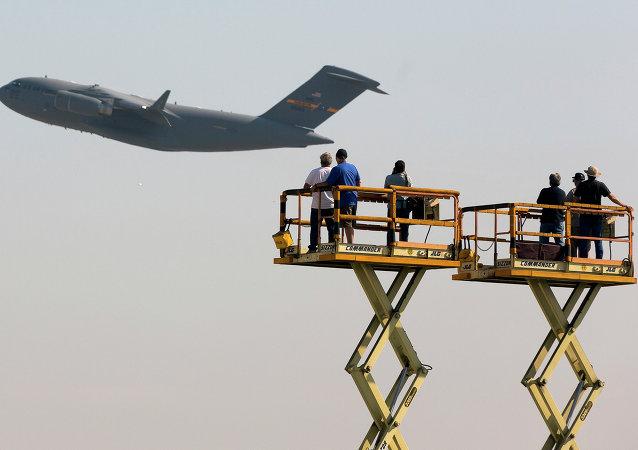 Boeing C-17 Globemaster III cargo jet