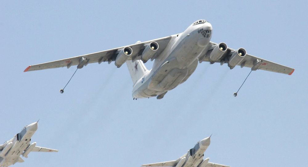 An Il-78 tanker aircraft and Su-24 fighter-bombers
