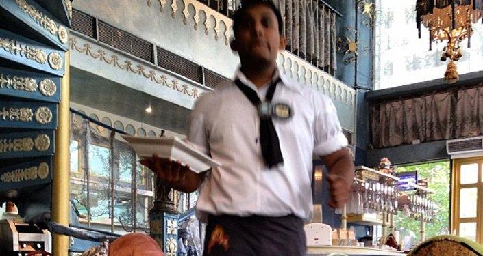 Waiter in Dubai