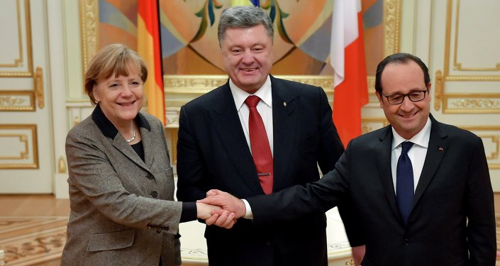 Petro Poroshenko, Francois Hollande and Angela Merkel held a phone conversation ahead of a ceasefire in southeastern Ukraine and stressed that all parties involved in the Ukrainian conflict should observe the obligations they accepted during peace talks in Minsk earlier this week.