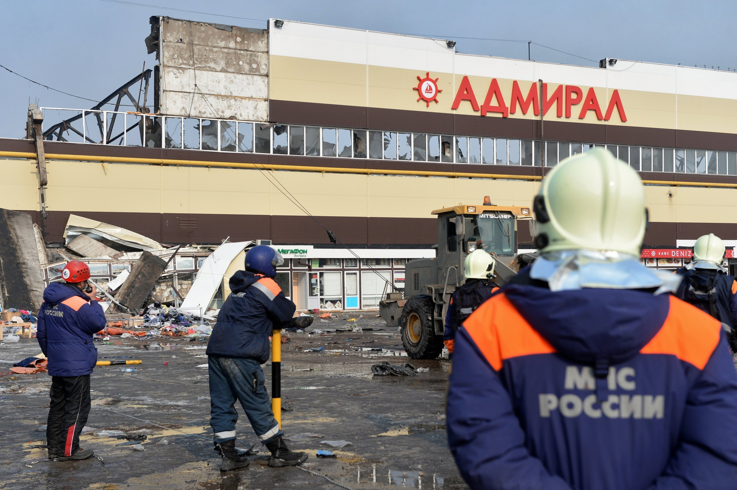 Crews clean up debris after Admiral shopping mall fire in Kazan