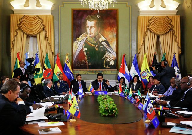 Venezuela's President Nicolas Maduro (C) and ALBA representatives