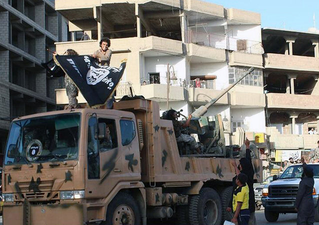 In June 2014, militants from the Islamic State held a military parade in their stronghold in northeastern Syria, displaying US-made Humvees, heavy machine guns, and missiles captured from the Iraqi army for the first time since taking over large parts of the Iraq-Syria border.