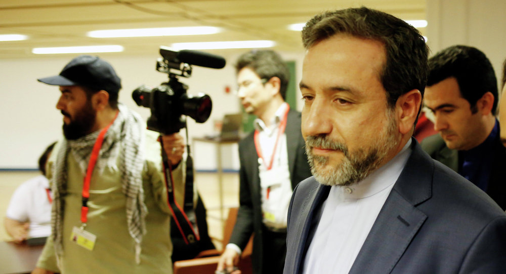 Abbas Araghchi (C), Iran's chief nuclear negotiator arrives at the Austria Center Vienna after another rounds of talks between the EU 5+1 on May 16, 2014 in Vienna