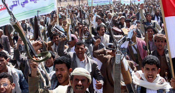 Followers of the Houthi movement demonstrate to show support to the movement in Yemen's northwestern city of Saada March 26, 2015