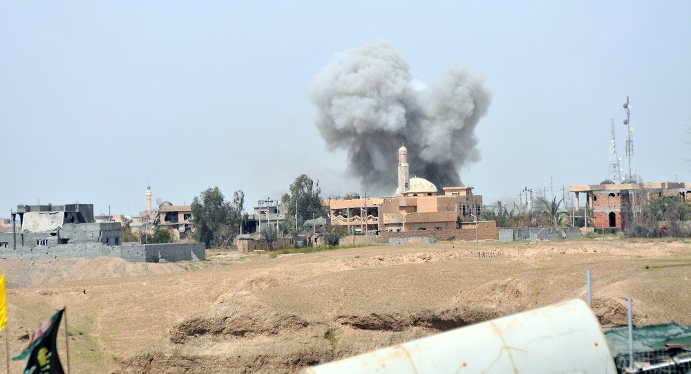 Smoke rises during clashes between Islamic state militants and the Iraqi army in Tikrit March 28, 2015