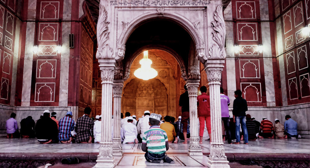 A little boy praying in one of the largest mosques in India.