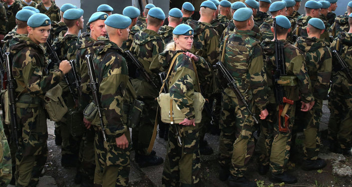 Belarusian paratroopers arrive for Zapad-2013 Drills