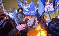 Police storm barricades in Kiev