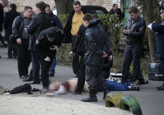 Investigators work near the body of journalist Oles Buzina in Kiev April 16, 2015.