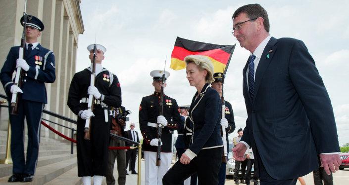 Defense Secretary Ash Carter welcomes German Defense Minister Ursula Gertrud von der Leyen, during an honor cordon at the Pentagon, Monday, April 20, 2015
