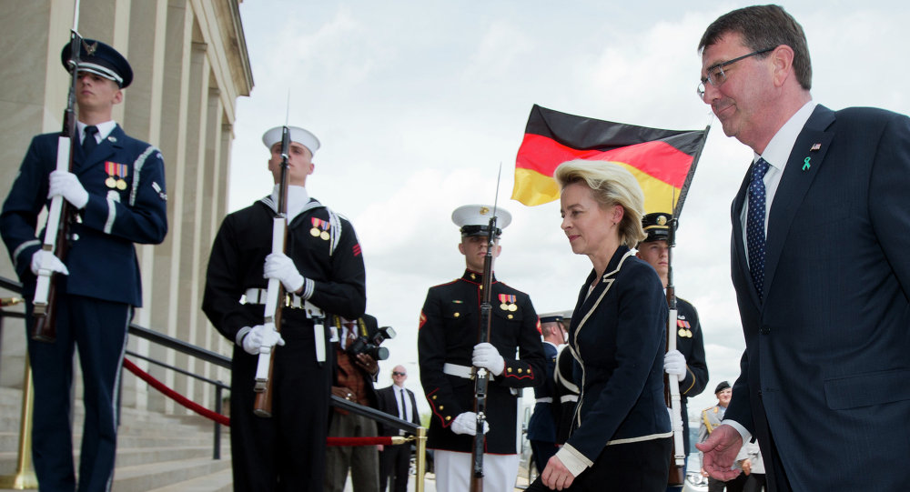 Defense Secretary Ash Carter welcomes German Defense Minister Ursula Gertrud von der Leyen, during an honor cordon at the Pentagon, Monday, April 20, 2015