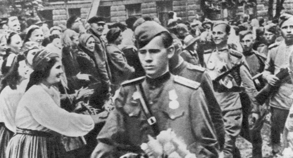 Liberation of Tallinn. Residents welcome the Soviet troops