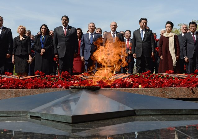 Flower-laying ceremony at the Tomb of the Unknown Soldier
